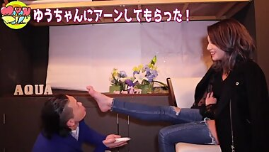 japanese girls sexy feet sole toes in a candid challenge